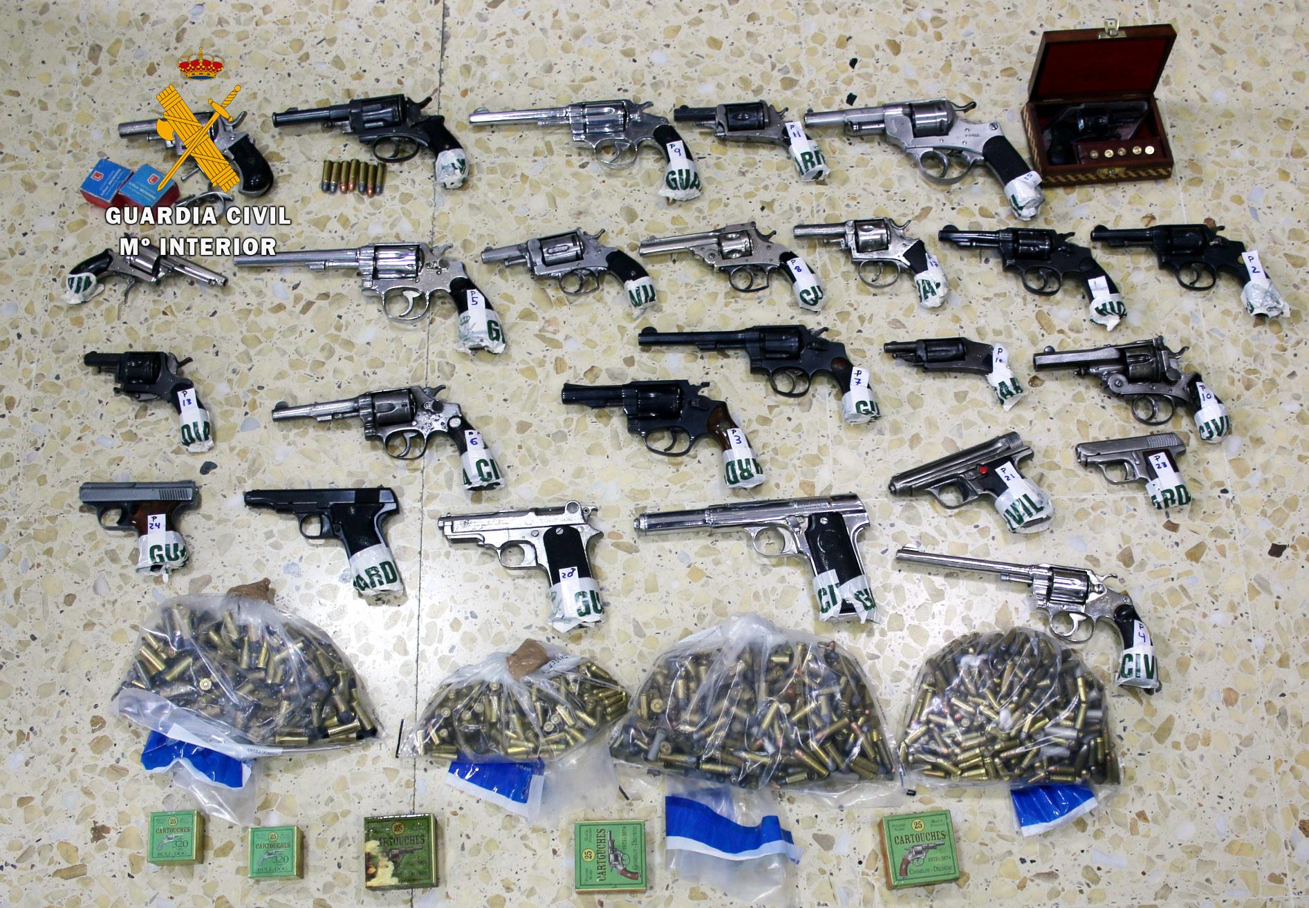 La Guardia Civil incauta cerca de 200 armas de fuego en Cantabria
