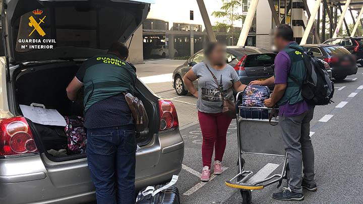 La Guardia Civil desmantela un grupo dedicado a la trata de seres humanos para el cuidado de ancianos y dependientes