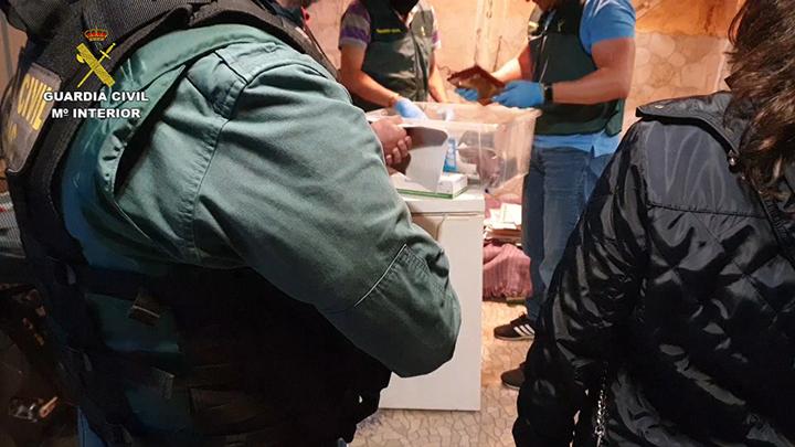 La Guardia Civil desarticula una red de narcotraficantes liderada por 'el messi del hachís', compuesta por 78 personas
