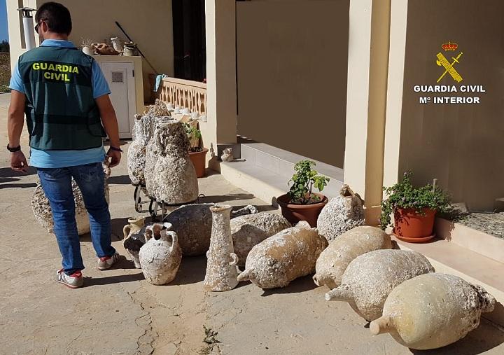 La Guardia Civil recupera más de 100 piezas históricas expoliadas de yacimientos subacuáticos de Formentera