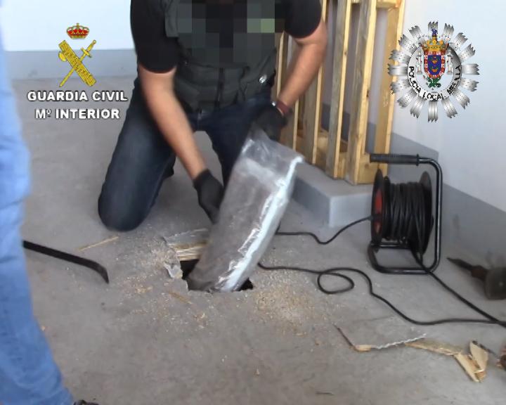 Desarticulada una red dedicada a introducir en la península droga en dobles fondos practicados a vehículos