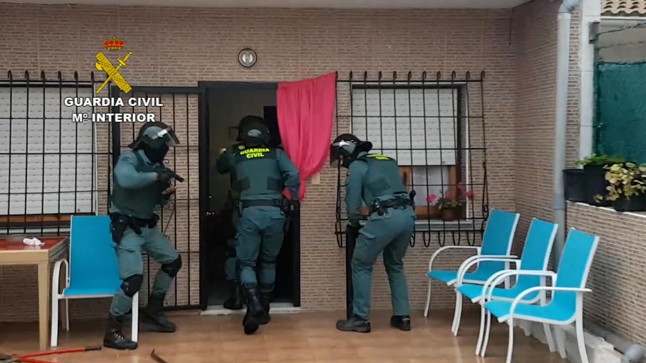 La Guardia Civil interviene cerca de 1 tonelada de marihuana envasada al vacio y 580 plantas en varias actuaciones