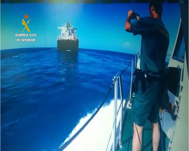 La Guardia Civil detiene a un tripulante de un buque español en aguas internacionales como presunto autor de un delito de lesiones graves