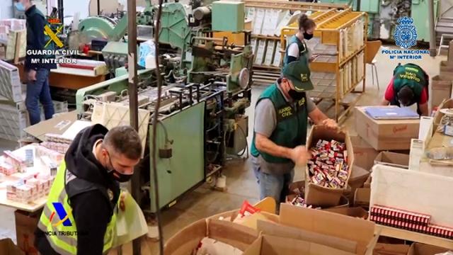 Desmanteladas tres fábricas ilegales de tabaco con capacidad para producir más de 18.000 cigarrillos por minuto