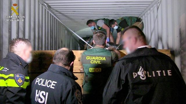 La Guardia Civil desarticula la organización delictiva más activa en la introducción de cocaína en Europa
