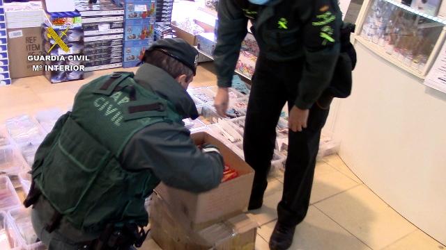 La Guardia Civil se incauta de 30.000 juguetes falsificados en cinco centros mayoristas de Murcia