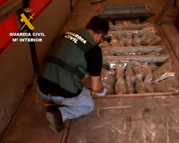 La Guardia Civil desarticula una organización dedicada al tráfico de drogas con destino Europa utilizando camiones de gran tonelaje