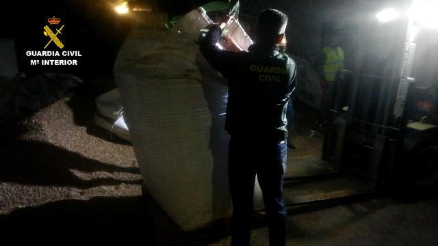 La Guardia Civil desarticula una organización criminal dedicada a envíos a gran escala de marihuana a Europa