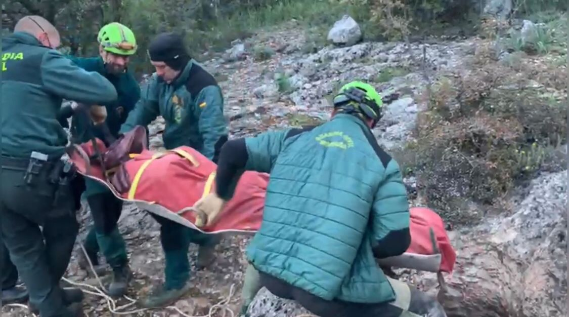 La Guardia Civil rescata el cadáver de un espeleólogo del interior de una cueva en el paraje de Cañada de los Mojones de Riópar (Albacete)