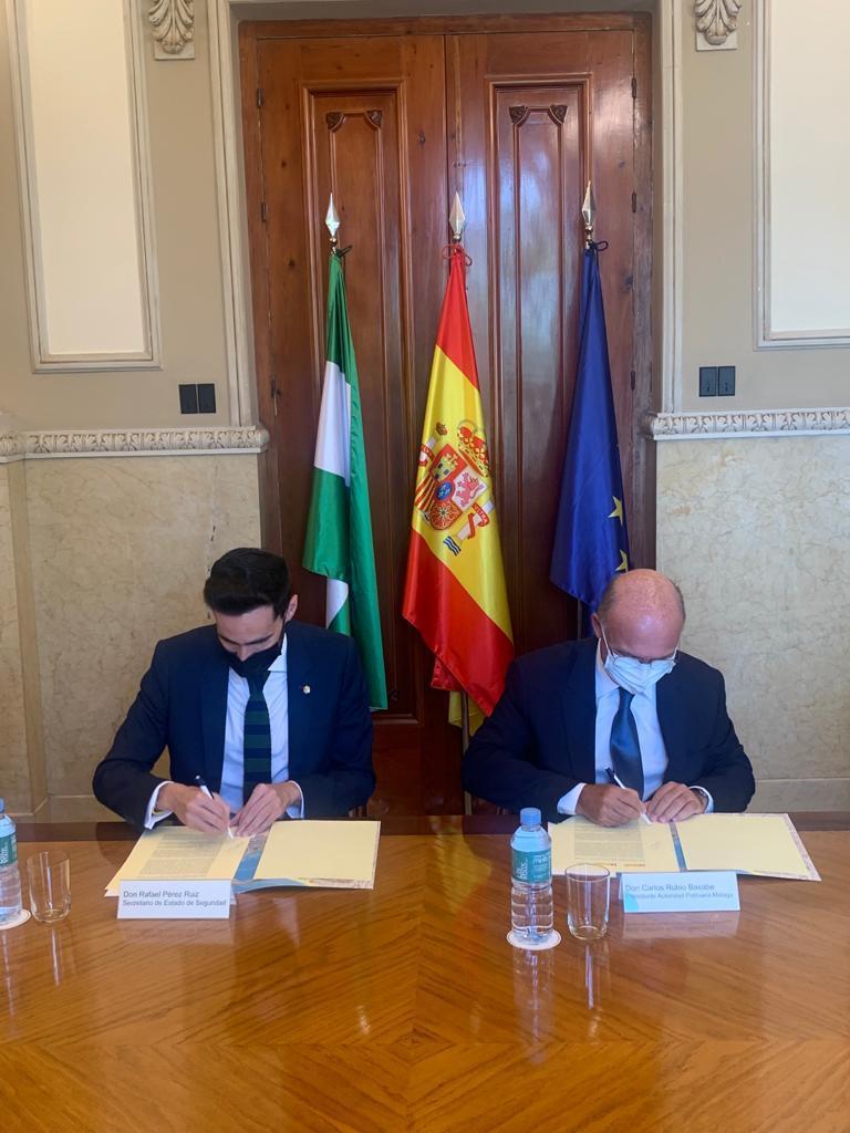 Interior y la Autoridad Portuaria de Málaga rubrican el convenio para la construcción del nuevo acuartelamiento de la Guardia Civil en el puerto de Málaga