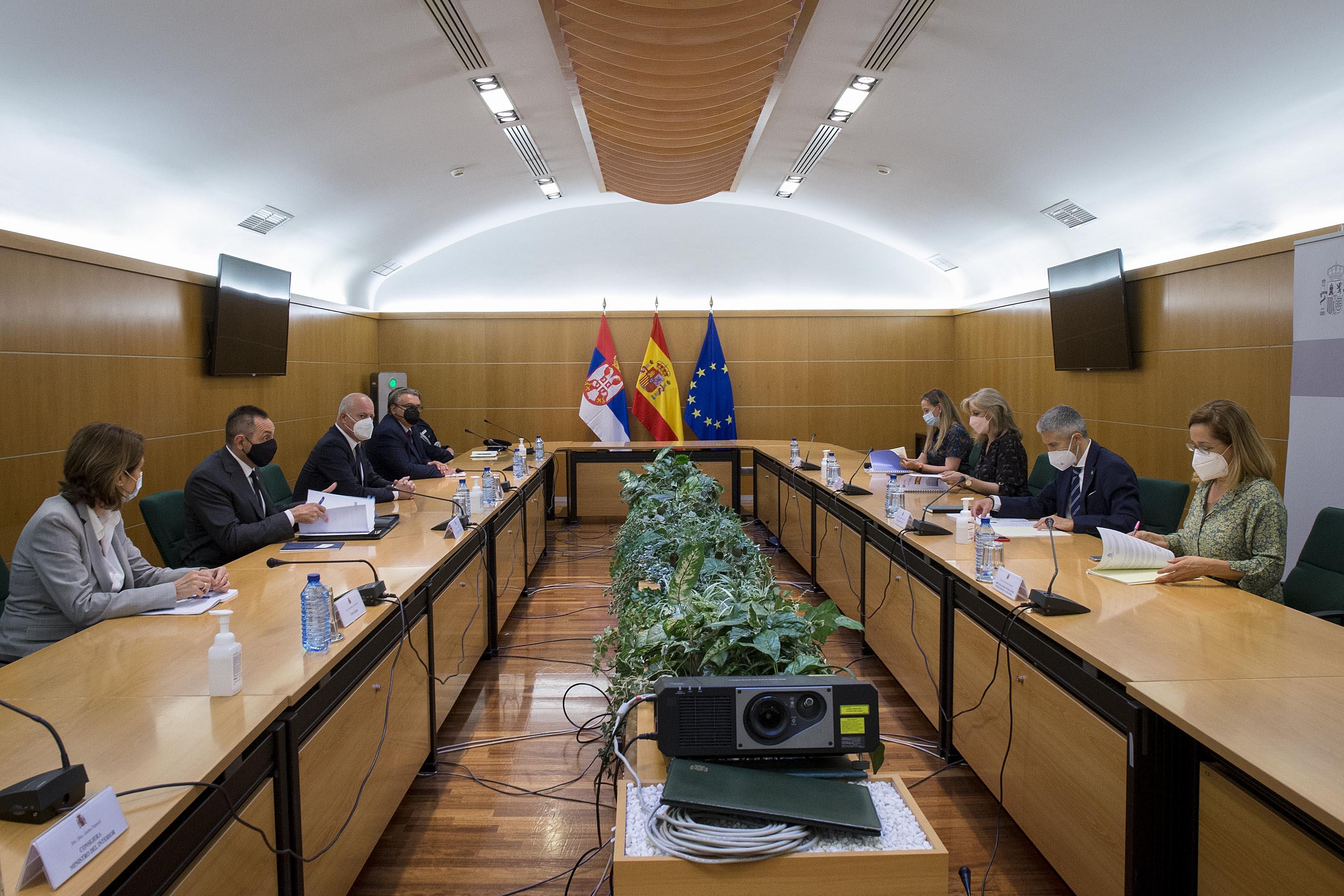 Los ministros del Interior de España y Serbia refuerzan la cooperación policial entre ambos países