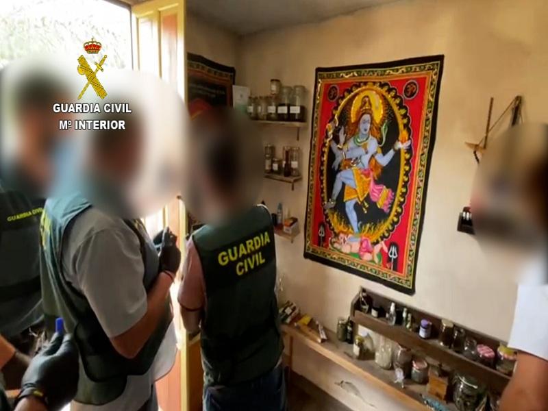 La Guardia Civil detiene en Callosa de Segura (Alicante) a un matrimonio que hacía rituales con ayahuasca y escamas de sapo bufo