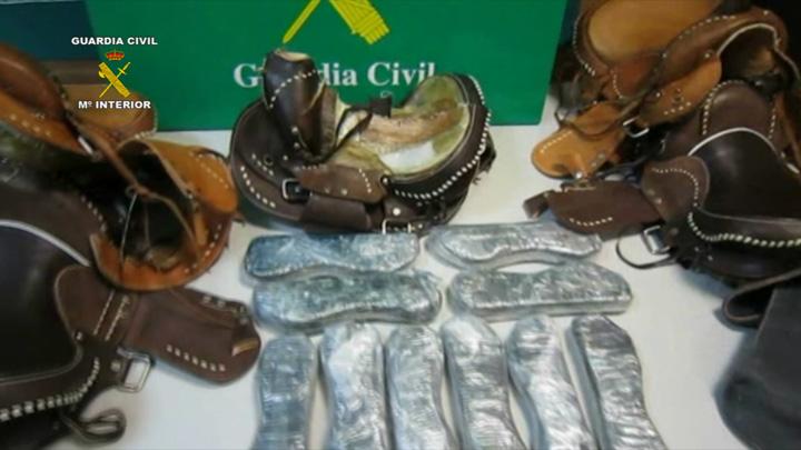 La Guardia Civil interviene más de tres kilos de cocaína ocultos en sillas de montar a caballo