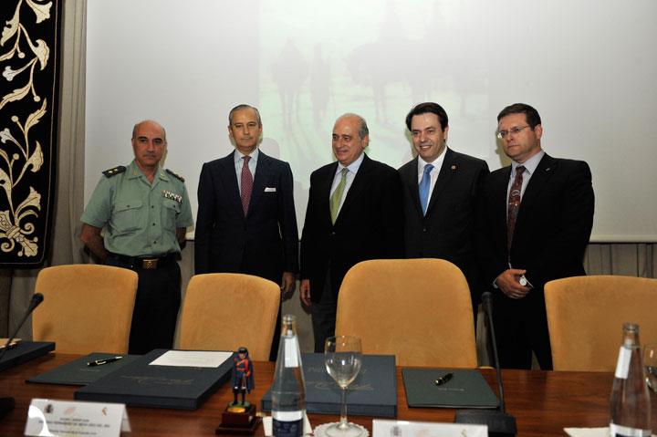 """El Ministro del Interior ha presentado el libro """"Ferrer Dalmau. Guardias civiles de caballería"""""""