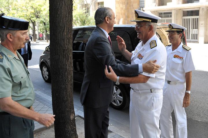 El Almirante Jefe del Estado Mayor de la Armada visita la Dirección General de la Guardia Civil