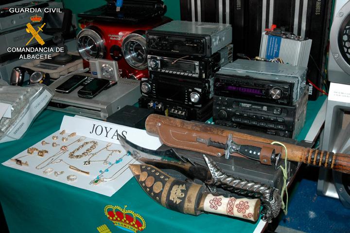 La Guardia Civil detiene a 20 personas por la comisión de 139 robos en chalets y casas de campo