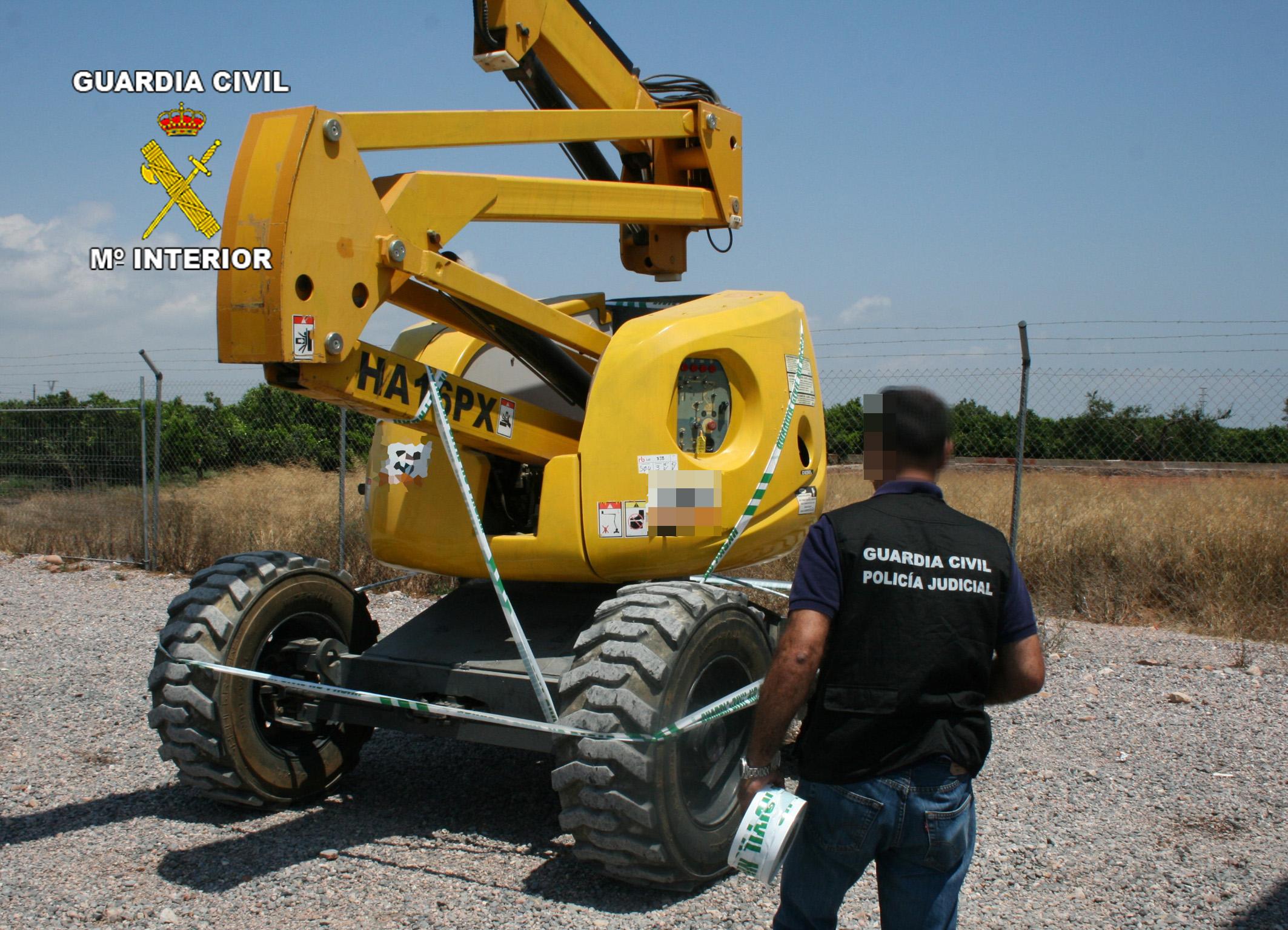 La Guardia Civil desmantela una red que sustraía maquinaria pesada de obra para subastarla por Internet
