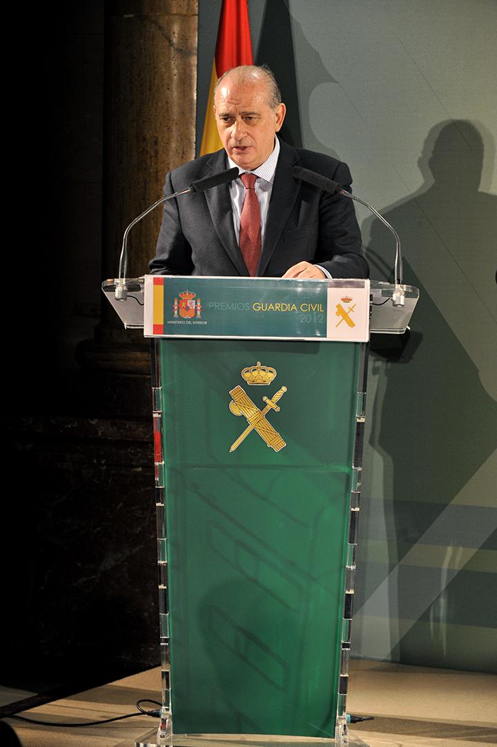 El ministro del interior preside la entrega de los premios for Escuchas del ministro del interior