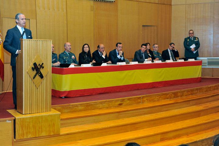 El secretario de Estado de Seguridad se ha reunido con el presidente de la Junta de Extremadura y ha clausurado el 145 curso de Tráfico de la Guardia Civil