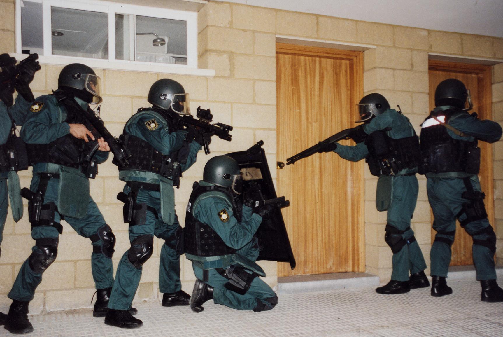 intervencion arma guardia civil: